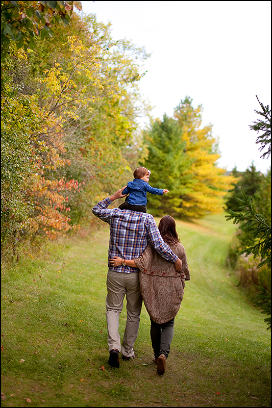 a photo of a family walking in uxbridge ontario