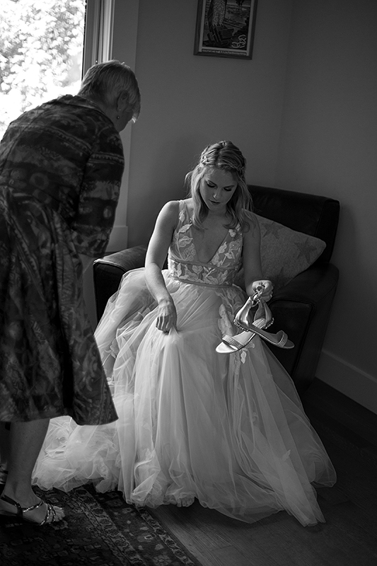 a summer wedding of the bride getting ready in vancouver british columbia