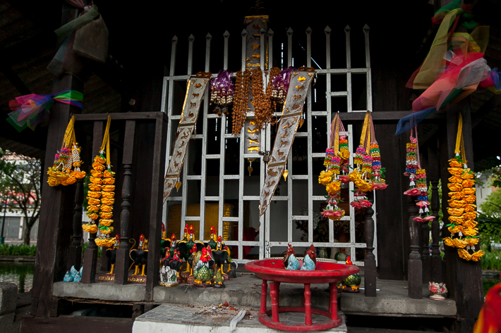 a travel photo of a shrine in chaing mai thailand
