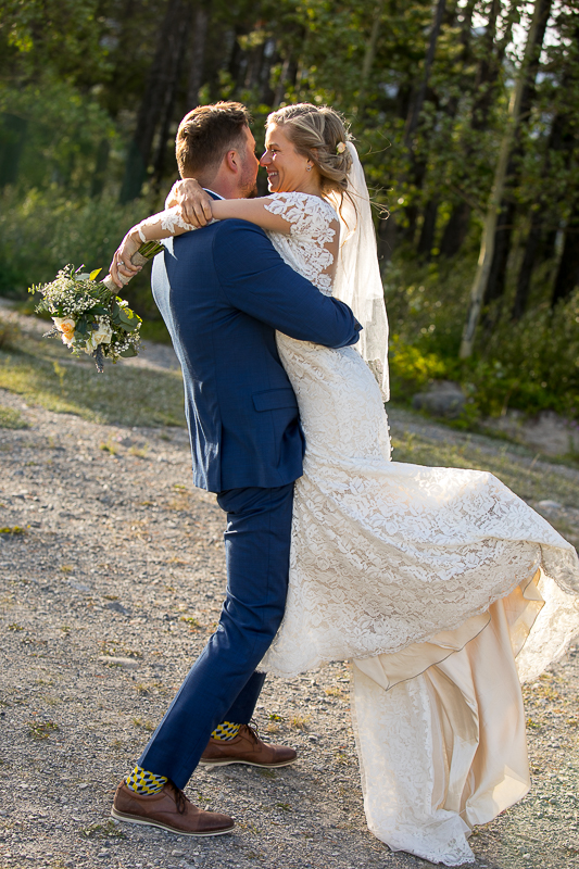 a summer wedding couple photo at spray lakes with mountains and turquoise lake canmore alberta