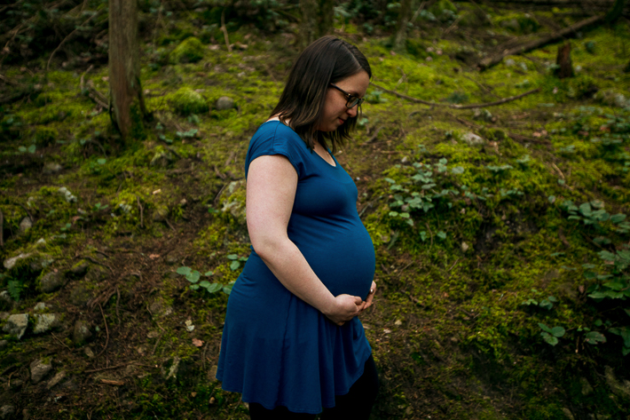 a spring pregnancy photo shoot at cypress falls park west vancouver british columbia